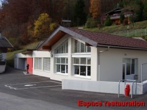 Espace restauration du gîte grande capacité - Vue de l'espace restauration du gîte d'ensemble