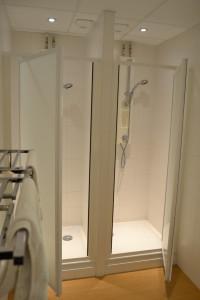 Douches dans les chambres - Gîte grande capacité